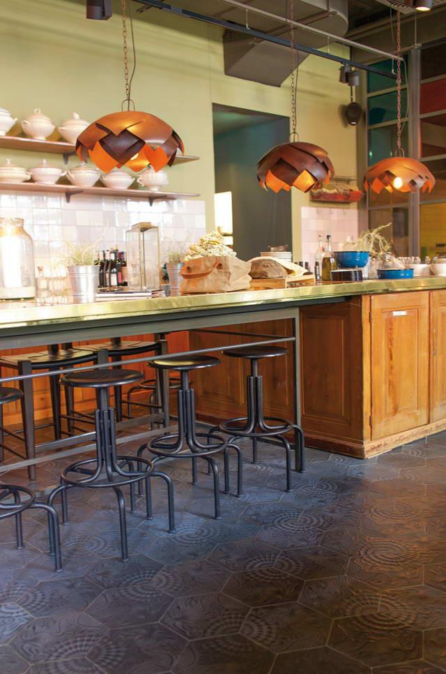 via zemenmosaikplatten gaudi sechseckplatte kueche restaurant struckmeier fliesen. Black Bedroom Furniture Sets. Home Design Ideas